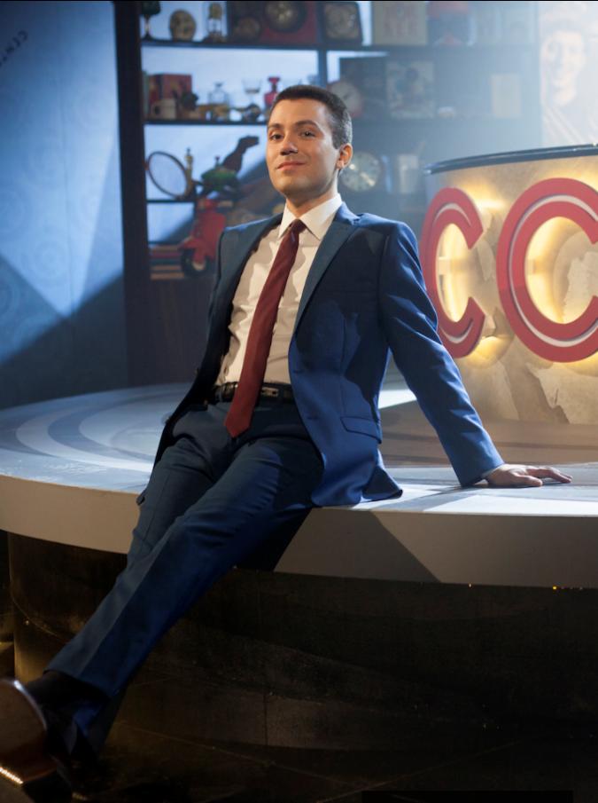 """CCN, Saverio Raimondo torna su Comedy Central e """"picchia come un fabbro"""": la sua è una comicità davvero politicamente scorretta"""