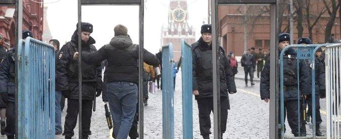 Russia, nuovi cortei di protesta a Mosca: 31 arresti. Metal detector per accedere alla Piazza Rossa
