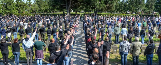 Milano, saluti fascisti al cimitero Maggiore: ci sono i primi 70 identificati. Tra loro il leader di CasaPound Iannone
