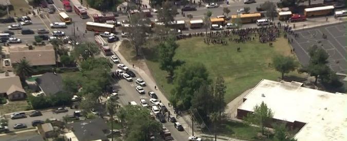 """Usa, sparatoria in una scuola di San Bernardino: """"Almeno due morti. Ipotesi omicidio – suicidio"""""""