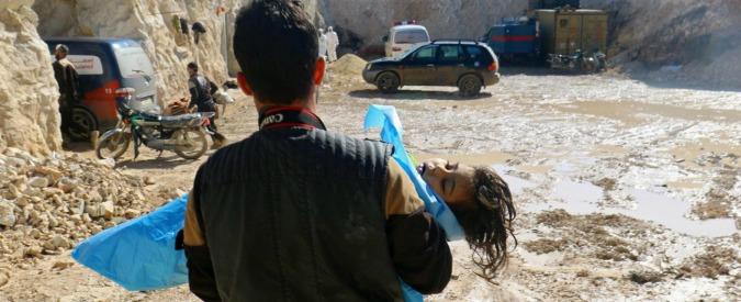 """Siria, i testimoni del bombardamento: """"Qui non ci sono medicine, curiamo i bambini intossicati dal gas con l'acqua"""""""