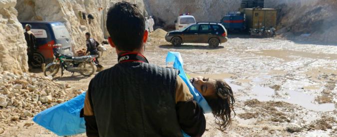 """Onu, """"Assad responsabile dell'attacco con gas Sarin a Khan Skeikoun"""". Siria, guerra all'Isis: spezzato l'assedio a Dayr az Zor"""