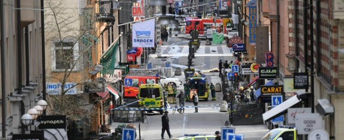 """Attacco in Svezia, i testimoni: """"Il tir ha accelerato mentre si avvicinava alla folla"""""""