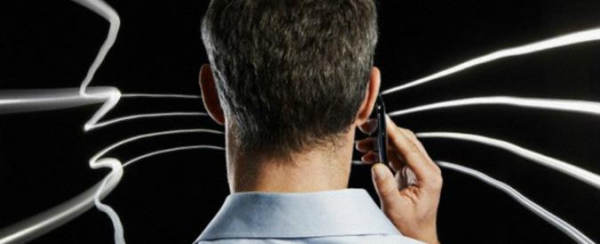 """Cellulari e tumori, consulente tribunale: """"Autori di studi scientifici lavorano per aziende telefoniche: conflitto d'interesse"""""""