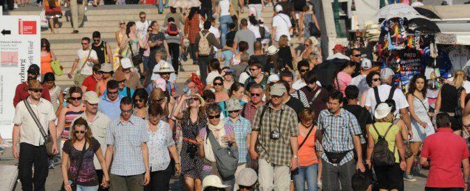 Il pedaggio per visitare Venezia: il sindaco imita Totò, le persone come piccioni