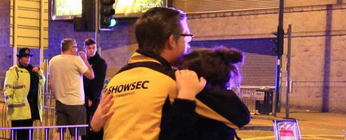Manchester, passaggi gratis e porte aperte: la solidarietà dopo l'attentato