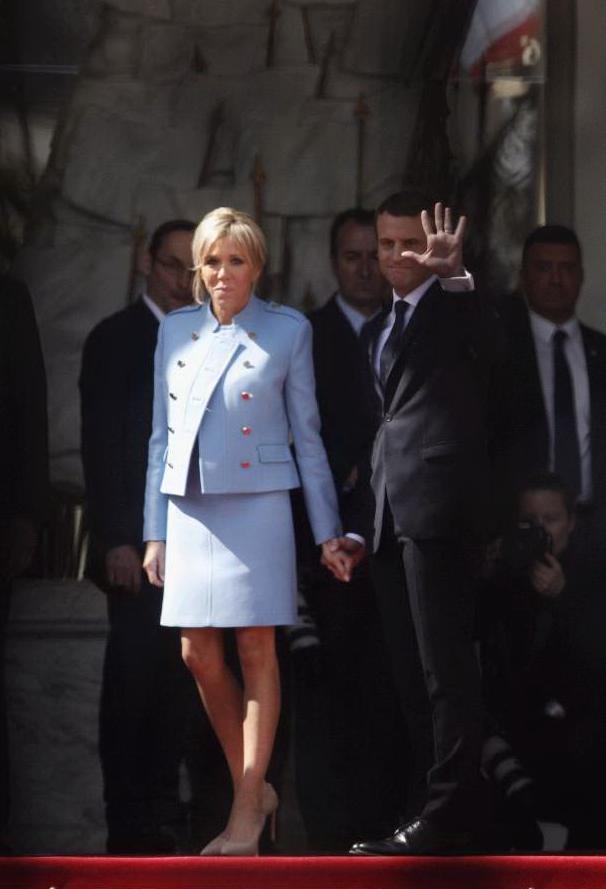Brigitte macron la premi re dame di francia con un for Decorazione provinciale francese con un budget