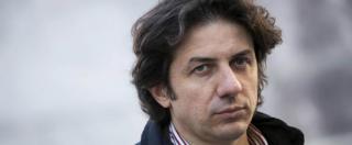"""Dj Fabo, striscione contro Cappato davanti al Tribunale di Milano: """"Suicidio assistito=omicidio"""""""