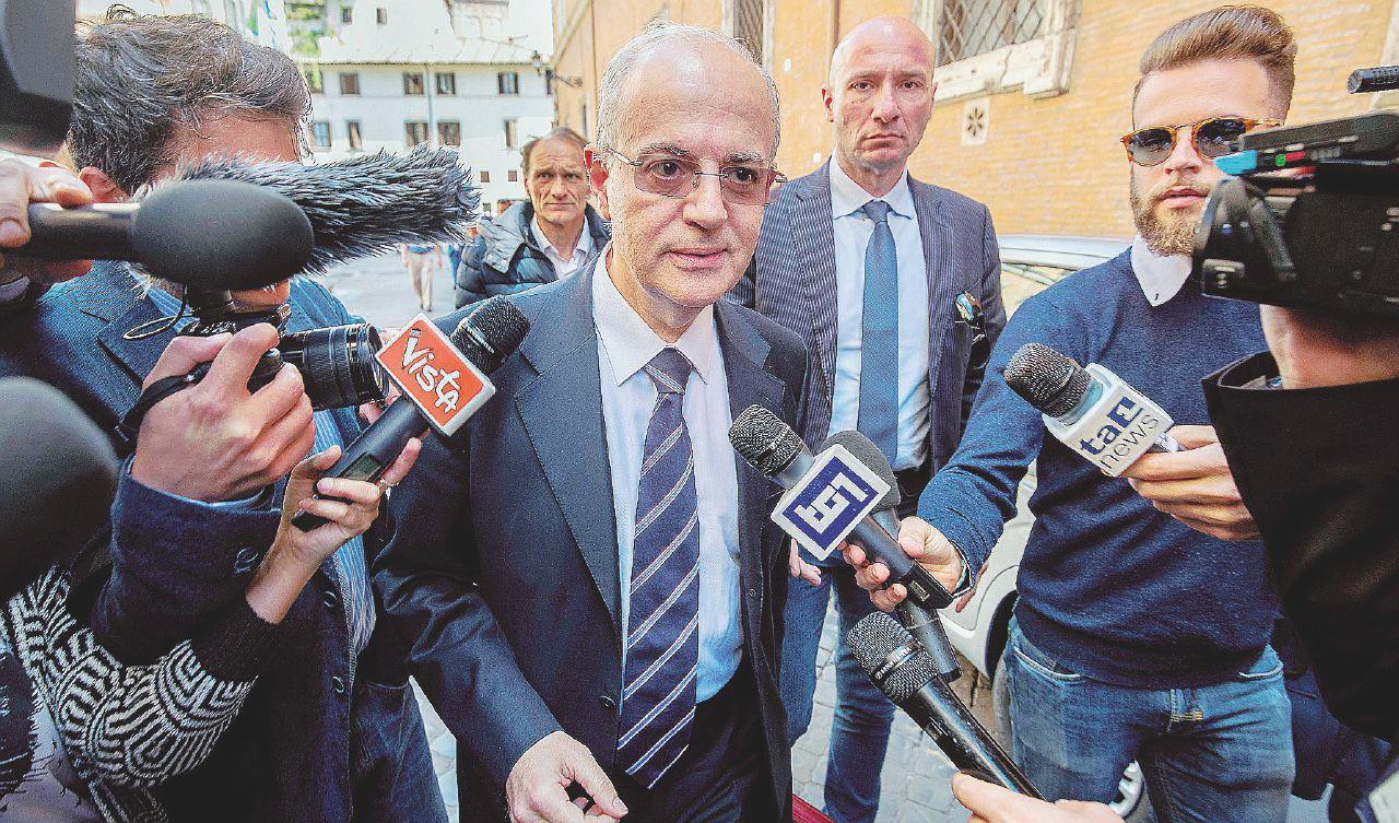 """In Edicola sul Fatto Quotidiano del 4 maggio: """"C'erano militari libici che scortavano i barconi"""""""
