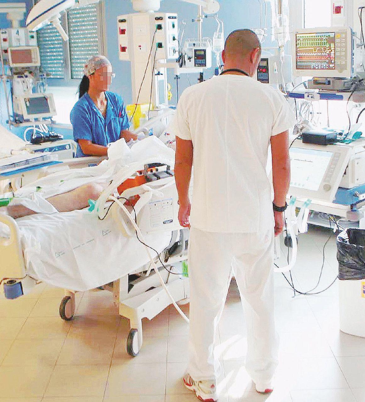 In Edicola sul Fatto Quotidiano del 9 maggio: L'inchiesta: medici corrotti e pazienti-cavia