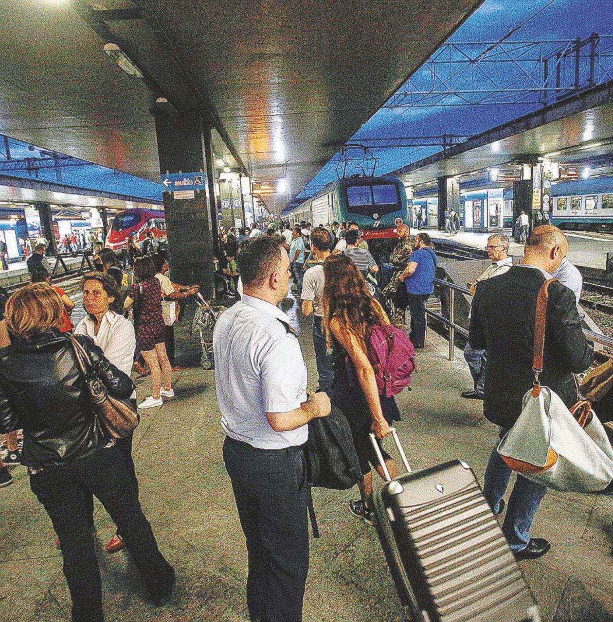 Treni paralizzati, il guasto a Termini blocca l'Italia