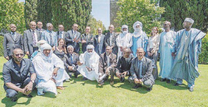 Minniti firma l'accordo con le tribù ai confini tra Libia, Ciad e Niger