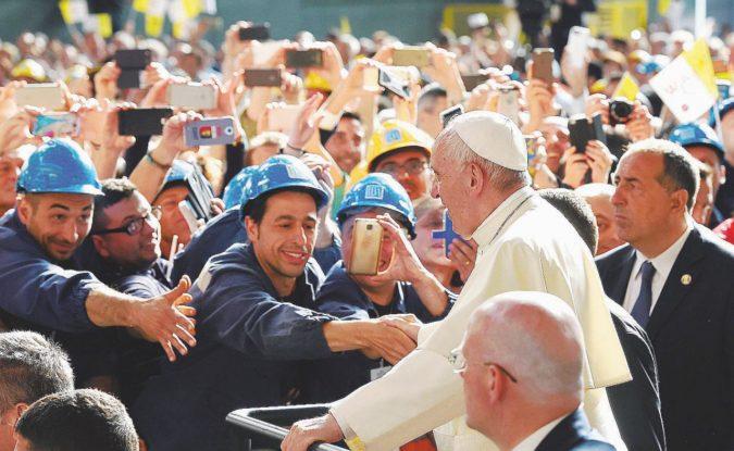 """Il Papa predica la Carta: """"Solo il lavoro dà dignità"""""""