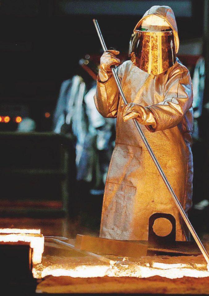 """Vita da """"Inox"""": com'è davvero un'acciaieria"""