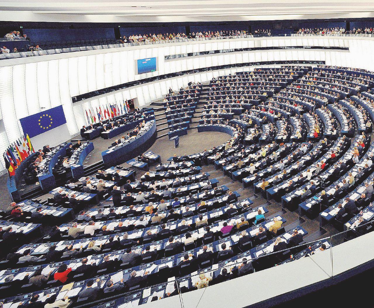 In Edicola sul Fatto del 31 maggio: Ue, 40 milioni fatti sparire dagli eurodeputati