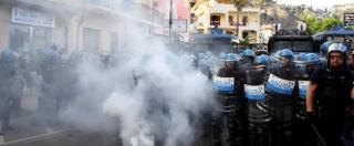 G7 Taormina, scontri a Giardini Naxos: corteo non si ferma, polizia risponde con cariche e lacrimogeni
