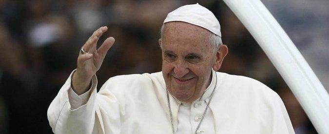 """Migranti, il Papa sostiene la campagna """"Ero Straniero"""" di Caritas e Radicali per abolire la Bossi-Fini e dare diritto di voto"""