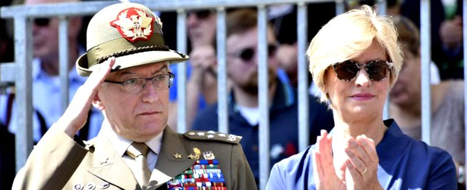"""Pinotti: """"Valutare il ritorno della leva obbligatoria nel servizio civile"""". Graziano: """"Da allargare in futuro alle forze armate"""""""