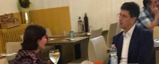 Verona, la candidata sindaco (e fidanzata di Tosi) fotografata al bar con l'ex assessore condannato per concussione