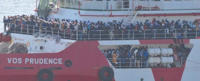Migranti, nave Msf salva 1500 persone ma naviga 3 giorni senza cibo perché i porti in Sicilia sono chiusi per il G7
