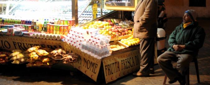 """Roma, il M5s vara regolamento per gli ambulanti:""""Giusto compromesso tra decoro e lavoro"""". """"Vince conservazione"""""""