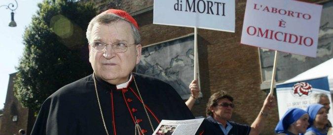 Gay Pride Reggio Emilia, lo scontro è pure dentro la Chiesa. Ultracattolici: 'Cardinale Burke sostiene il nostro corteo riparatore'