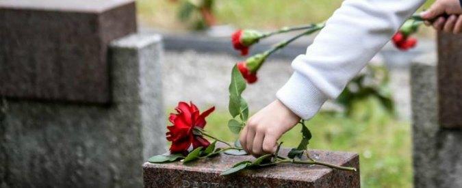 Brugherio, le nuove tombe sono troppo piccole e la bara non passa: i lavori al cimitero scatenano le polemiche