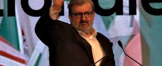 """Pd, Emiliano conclude l'intervento e saluta Renzi: """"Hasta la victoria signor segretario"""""""