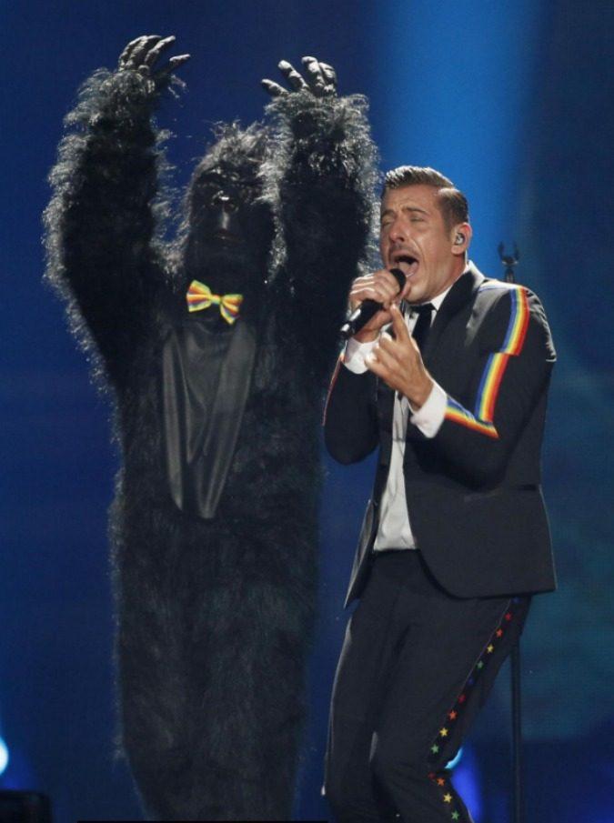 """Eurovision Song Contest 2017, la Bbc a Francesco Gabbani: """"Vai a casa, sei ubriaco"""". E gli italiani si scatenano su Twitter"""