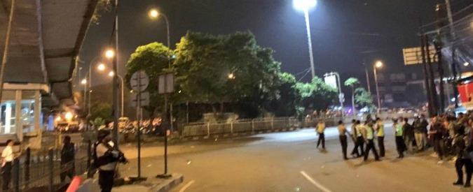 """Indonesia, due esplosioni a Giacarta: """"Morti e feriti, forse erano kamikaze"""""""
