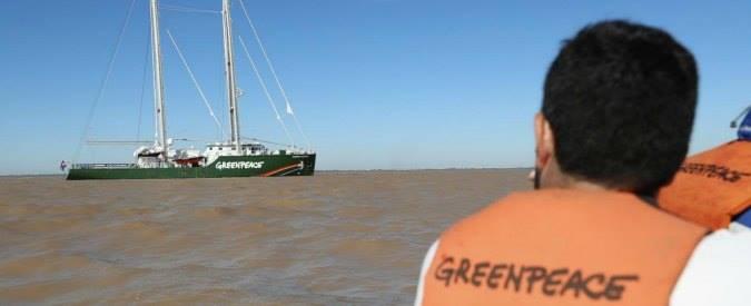 """Greenpeace accusata di diffamazione in causa da 300 milioni: """"Rischio fallimento"""""""