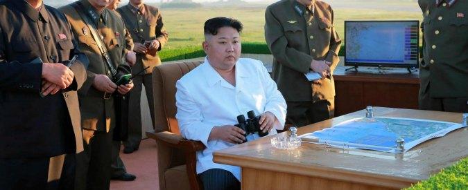 """Corea del Nord lancia nuovo missile balistico: ha coperto 450 chilometri. Usa: """"Monitoriamo la situazione"""""""