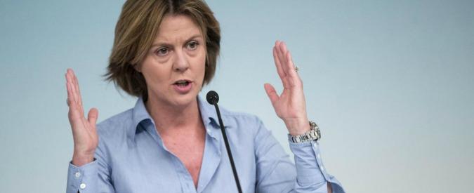 """Vaccini, botta e risposta Lorenzin-Raggi. La ministra: """"Non scherzi sulla pelle dei bambini"""", la sindaca: """"Colpa del caos"""""""
