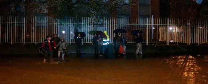 Esondazione Seveso a Milano, nella notte alberi caduti e sottopassi allagati