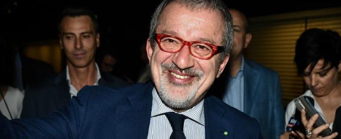 """Referendum per l'autonomia della Lombardia, Maroni firma: voto il 22 ottobre. M5s e Pd: """"Solita propaganda"""""""