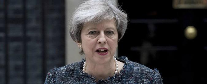 """Attentato Manchester, May: """"La polizia sa chi è il kamikaze. L'allarme resta alto, probabile un nuovo attacco"""""""