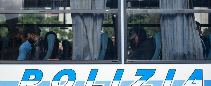 """Cuneo, i parrocchiani contro l'arrivo di 24 profughi: """"I negri non li vogliamo"""". Il prete si arrende: """"Non ci sono condizioni"""""""