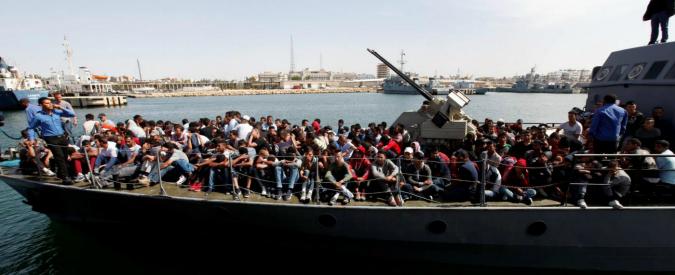 Migranti, l'Ue risponde (solo a parole) alle richieste dell'Italia. Rajoy: 'Qualsiasi aiuto'. Gentiloni: 'Servono fatti concreti'