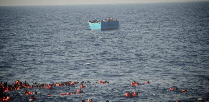 """Migranti, barcone naufraga al largo della Libia: almeno 30 morti e 200 dispersi. """"La maggior parte di loro sono bambini"""""""