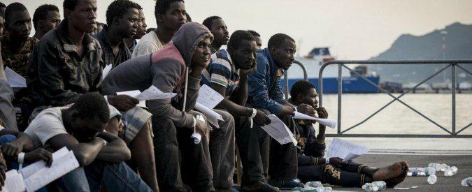 Risultati immagini per Trasbordo continuo migranti