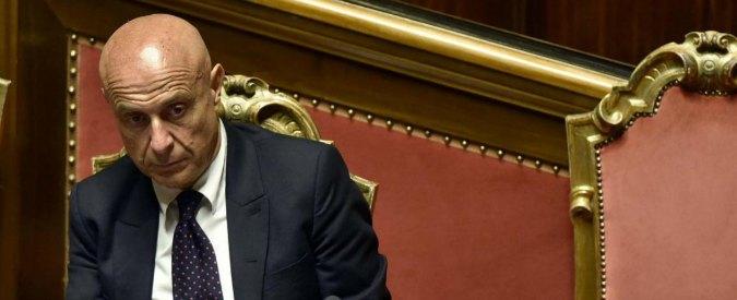 """Macerata, Minniti: """"Ho fermato sbarchi perché avevo previsto Traini. Accordo con Libia? Patrimonio dell'Italia"""""""