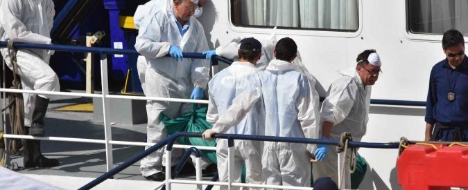 """Migranti, ragazzo di 21 anni ucciso su un barcone. Testimoni: """"Scafista gli ha sparato perché voleva il suo cappellino"""""""