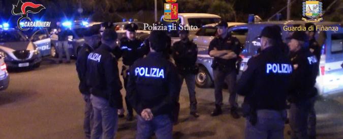 """Ndrangheta, 68 fermi a Crotone. A clan Arena 32 milioni dei 100 stanziati per il Cara: """"Ai migranti cibo che si dà ai maiali"""""""