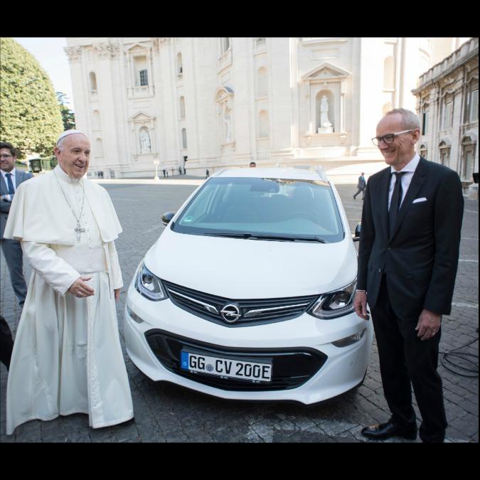 Opel Ampera, un'elettrica per Papa Francesco