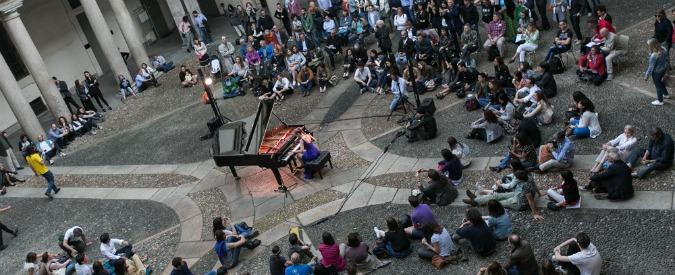 Piano City Milano, seduta sul prato col sindaco Sala. E non è un revival di Woodstock
