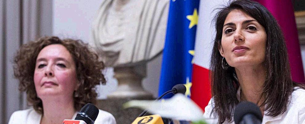 """Campi rom, Raggi presenta """"piano di superamento"""". """"Patto di responsabilità"""" su servizi e casa, 2 chiusure in 24 mesi"""