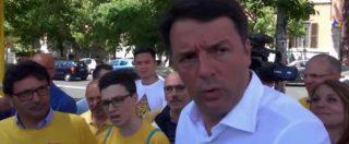 """Roma, Renzi (in camicia bianca) tra le magliette gialle: """"Non voglio polemiche, io non ho fatto una mazza"""""""