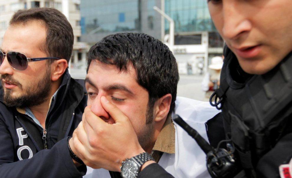 YOUTUBE Primo maggio: Turchia, prefettura vieta cortei. Scontri a Istanbul, 150 arresti