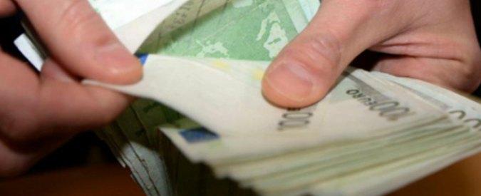Corruzione a Venezia, 60mila euro nascosti nel corrimano di una scala: dirigente delle Entrate come Poggiolini