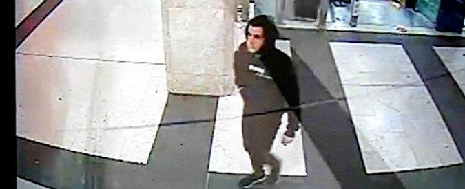 """Aggressione stazione Centrale Milano, l'arrestato: """"Coltelli presi per difesa"""". Difesa chiede perizia psichiatrica"""